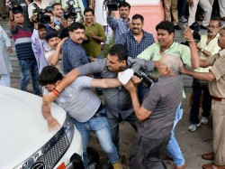 Tejaswi S Bodyguards Manhandled Media Persons