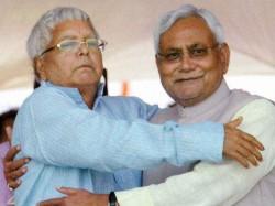 Nitish Gives Lalu 4 Days Time Decide On Tejasvi Yadav