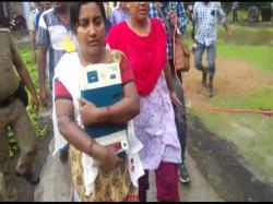 Woman Picks Up Evm From Tmc Supporters Nalhati Birbhum