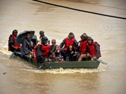 Baby Born On Boat Flood Hit Bihar Ndrf Team Help Pregnant Woman Deliver Baby