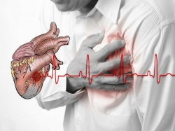 Before Heart Attack Human Body Gives Signs One Month Back Identify Those Signs