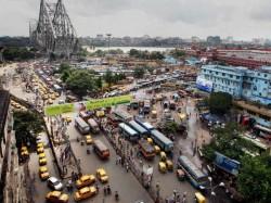 Bus Acciedent At Howrah Bridge Makes Traffic Problem Kolkata