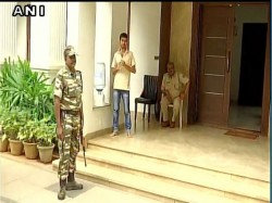 Karnataka Minister Facing It Raid Raid Also At Resort Where Gujrat Mlas Staying