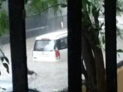Mahesh Bhatt R Madhavan S Car Got Stuck Mumbai Rains