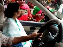 Cm Mamata Banerjee Accepts Rakhi From Local Residents