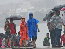 Die Maharashtra Rains Met Dept Says Worst Is Over As Bus Trains Flights Resume Mumbai