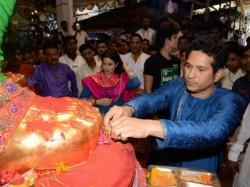 Sachin Tendulkar Family Offer Prayers At Lalbaugcha Raja
