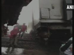 Nagpur Mumbai Duronto Express Derails