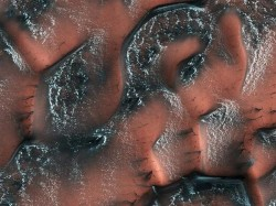 Nasa Captures Stunning Images Snow On Mars