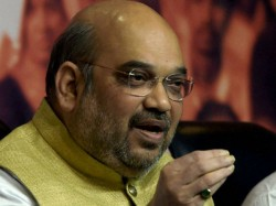 Amit Shah Stands Party Workers Criticizes Mamata S Government