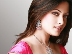 Riya Sen S Intimate Scene Ragini Mms Returns Leaked Online