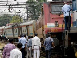 Guard Coach Jammu Rajdhani Express Derails New Delhi Railway Station