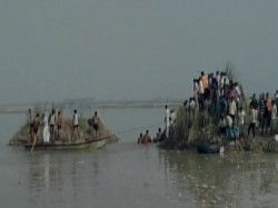 Boat Capsizes Yamuna River 15 People Drowned