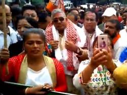 Bjp State President Dilip Ghosh Heckled At Darjeeling