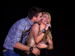 Shakira Gerard Pique Throw Away Break Up Rumor With Post