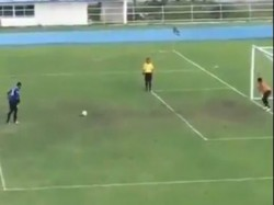 A Video A Bizarre Penalty On The U 18 Thailand Cup Match Between Bangkok Sports Club Satri Angthong