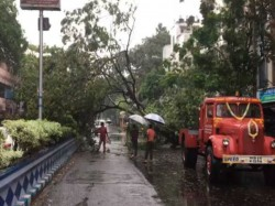 People Gangetic West Bengal Facing Natural Calamity Heavy Rain With Storm