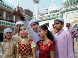 Muslims Shouldn T Post Pictures Online New Fatwa From Darul Uloom Deoband
