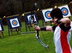 A Teenager Is Seriously Injured Penetrate Arrow At The Archery Center