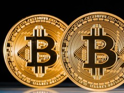 As Bitcoin Passes 10 000 Experts Consider Whether Cryptocurrencies Will Crash Or Carry On