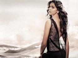 Throwing Padmavati Contoversy Away Deepika Padukone Reveals Her Bold Bikini Avatar