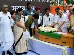Priyaranjan Dasmunsis Dead Body At Bidhan Bhawan Last Respect