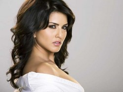 Sunny Leone Goes Nude Again But This Time A Different Cause
