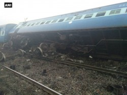 Killed Seven Injured Train Derailment Uttar Pradesh