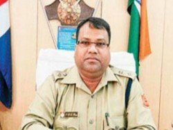Close Mukul Roy Aide Narada Scam Accused Ips Sh Mirza Is Suspended By Mamata Police