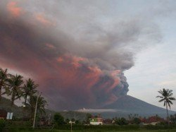Volcanic Eruption Mount Agung Indonesia Bali S Main Airport Closes Down