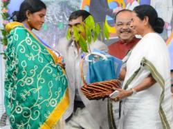 Cm Mamata Banerjee Decides Give Allowance Widow