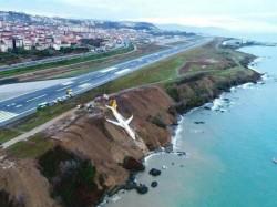 Plane Turkey Overshoots Icy Runway Stops On Side Black Sea Cliff