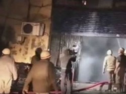 Fire Brokes In Beleghata Area The Mid Night