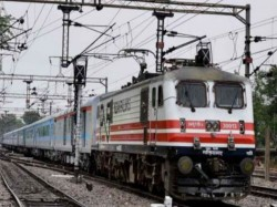Indian Railways Extends Sms Delay Alerts 1400 Trains