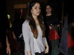 Sachin S Daughter Sara Teasing Over Phone The Young Man Mahisadal