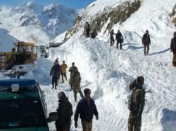 Three Soldiers Killed An Avalance Machil Sector North Kashmir S Kupwara