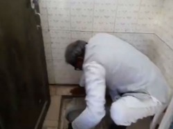 Lawmaker From Rewa District Madhya Pradesh Unclogs School Toilet With Bere Hands