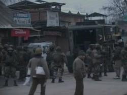Gun Battle Underway Between Security Forces Terrorists Baramulla Kashmir