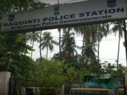 Daring Robbery Baguiati S Deshbandhunagar Area Police Starts Investigation