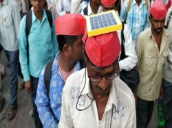 Farmers Long March Maharashtra Uses Mini Solar Panels Charge Their Mobiles