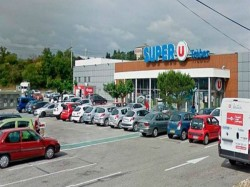 Gunman Makes Hostage A Supermarket Southern France