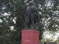 Police Picketing Front Lenin Statue Dharmatala Park Kolkata