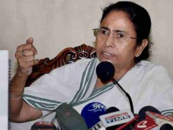 Mamata Banerjee Calls Up Dmk S Stalin On Third Front Possibilities