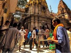 Police Command Dhotikurta At Kashi Vishwanath Temple