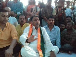 Tet Passed Candidates Withdraw Hunger Strike After Assurance Of Mukul Roy