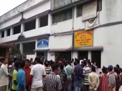 There Is Chaos Purba Barisha Primary School Behala Over Teacher S Behavior