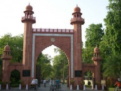 After Jinnah Amu Founder Sir Syed Ahmad Khan Is The Center Of Dispute