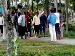 Alleged Tmc Workers Barring Voters From Entering Booth Birpara At Westbengal Panchayat Election