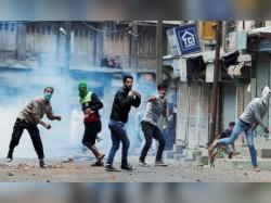 Top Hizbul Mujahideen Operatives Gunned Down In Kashmir S Pulwama