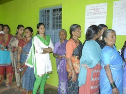 Mother Voting Line While Son Indulged Rigging Murshidabad